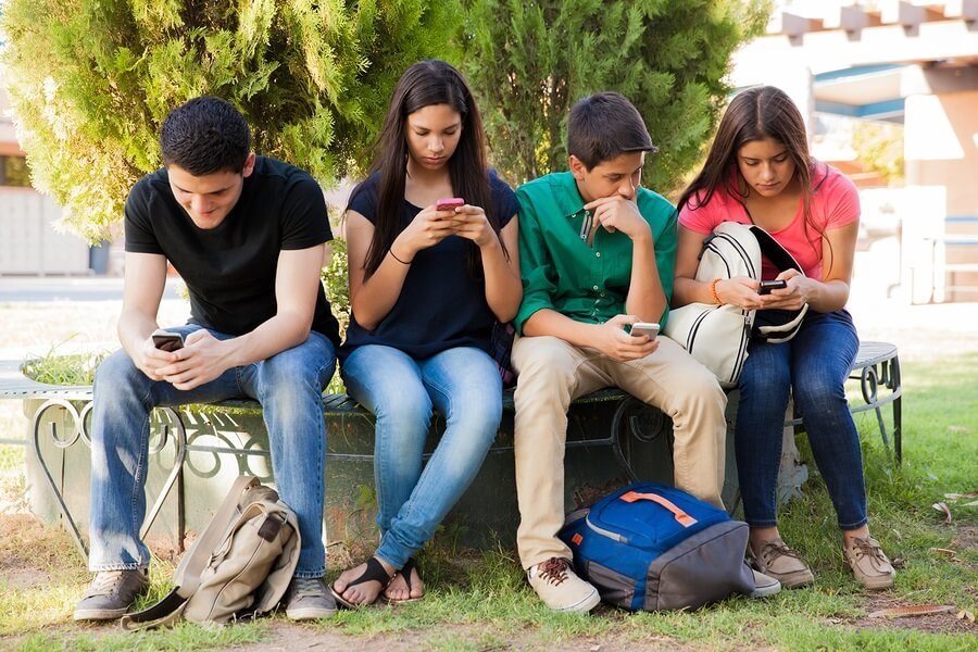 pros and cons of cell phones essay