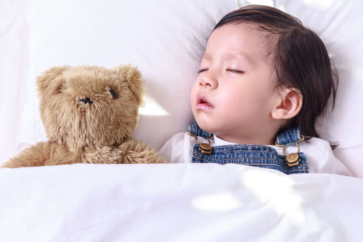 how to get 1 year old to sleep in crib
