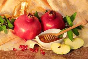 3 Rosh Hashanah Crafts for the Whole Family