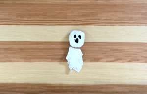 Tissue ghosts for Halloween