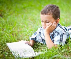 kids reading book to overcome fear