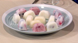 DIY frozen yogurt pops