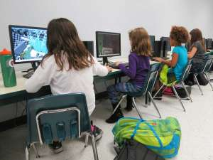 kids playing minecraft for creativity