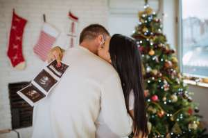 couple announcing pregnancy on christmas