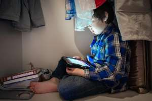 5 signs your kid has a screen addiction