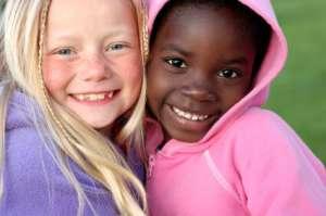CaucasianandAfricanAmericangirlfriends
