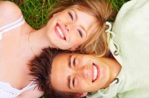 Couplesmiling,layingongrass
