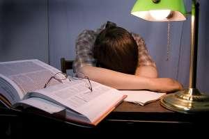 busysonfallingasleepstudying