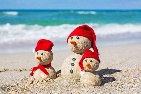 Christmas In July Here Are 5 Photo Ideas To Take Now For Your Holiday Card Familyeducation