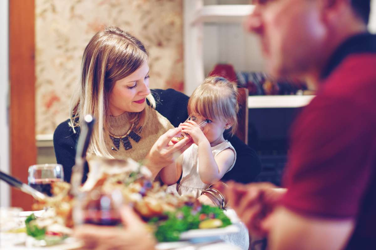 Learn how family dinners affect the psyche of children
