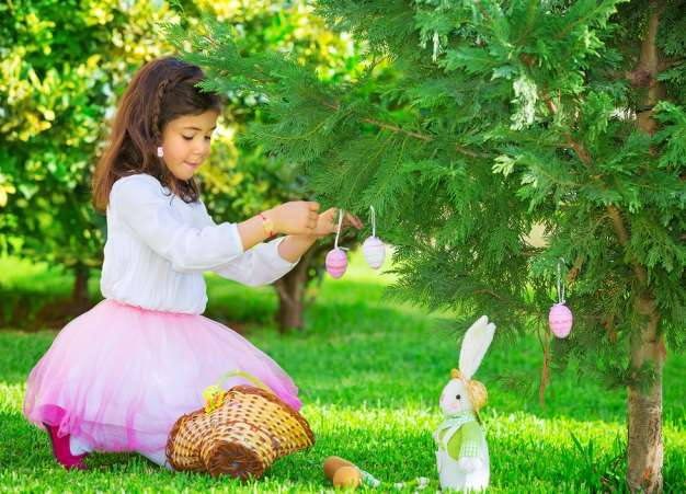 Decorate an Easter Egg Tree