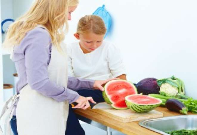 KidsintheKitchen,CuttingWatermelon