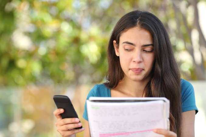 how has mobile phones lowered the active social life to addiction It has all the earmarks of a traditional addiction which includes requiring more and more exposure to get the same euphoric feelings and many teens use this addiction as a coping mechanism to alleviate depression.