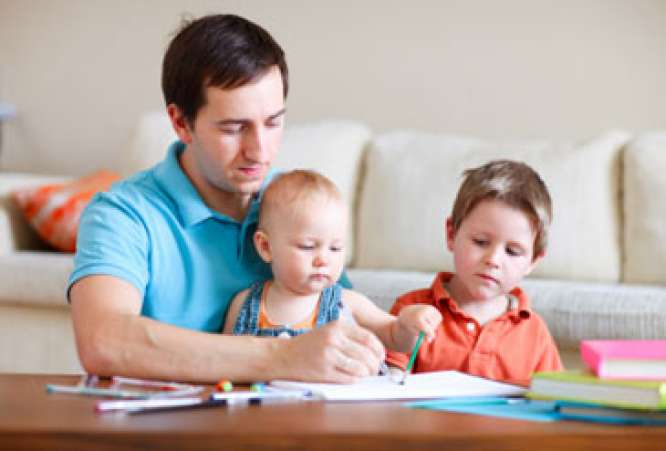 Fatherdrawingwithyoungboys,children