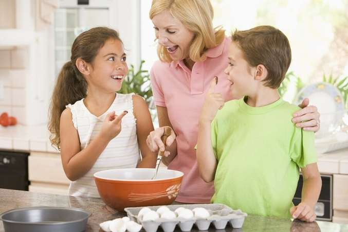 https://www.familyeducation.com/sites/default/files/styles/slideshow_image_802x451_/public/collection-item/Mom_Kids_Cooking_H.jpg?itok=f65KKVUm
