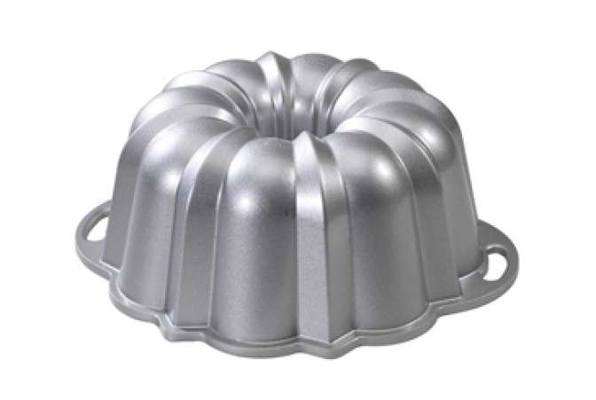 Made in the USA, Nordic Ware bakeware bundt pan