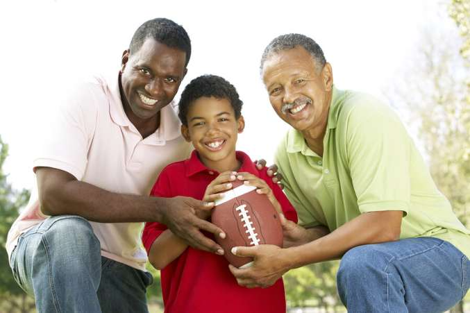 Thanksgiving family activities, family football