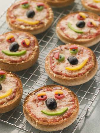 Nut-free lunch ideas, English muffin pizza with smiley face for kids nut free lunch