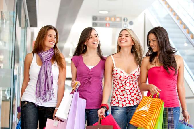 Teenagers,Girls,Friends,Shopping,Mall