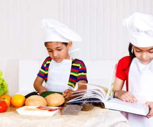 10 Simple Ways to Involve Your Kids in the Kitchen
