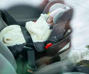 8 Tips to Minimize Distractions When Driving with a Newborn
